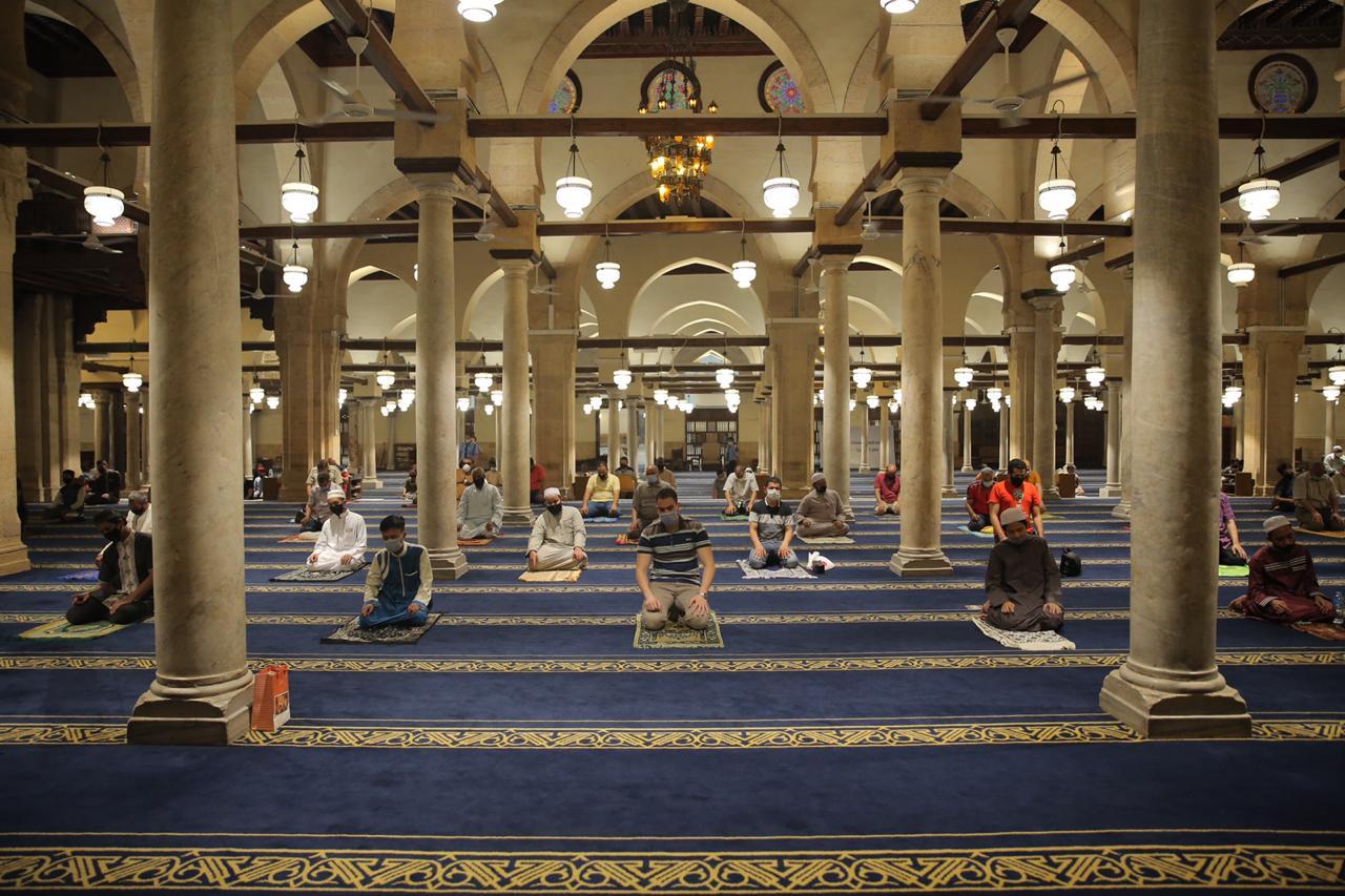 صلاة العشاء بمسجد الأزهر اليوم (27)