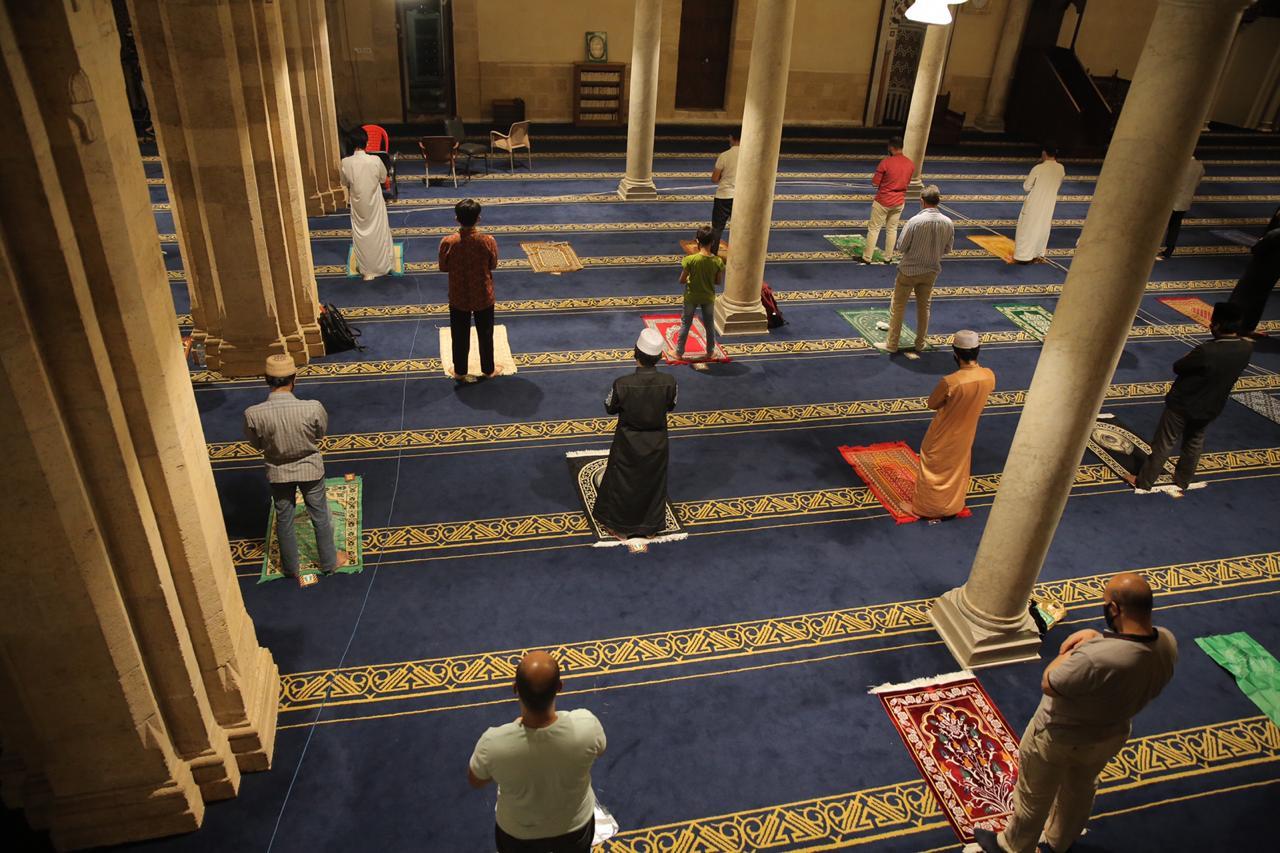 صلاة العشاء بمسجد الأزهر اليوم (23)