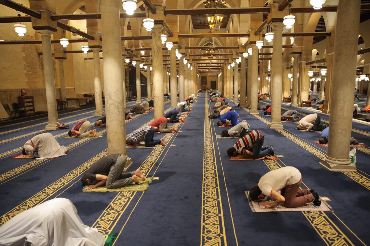 صلاة العشاء بمسجد الأزهر اليوم (20)