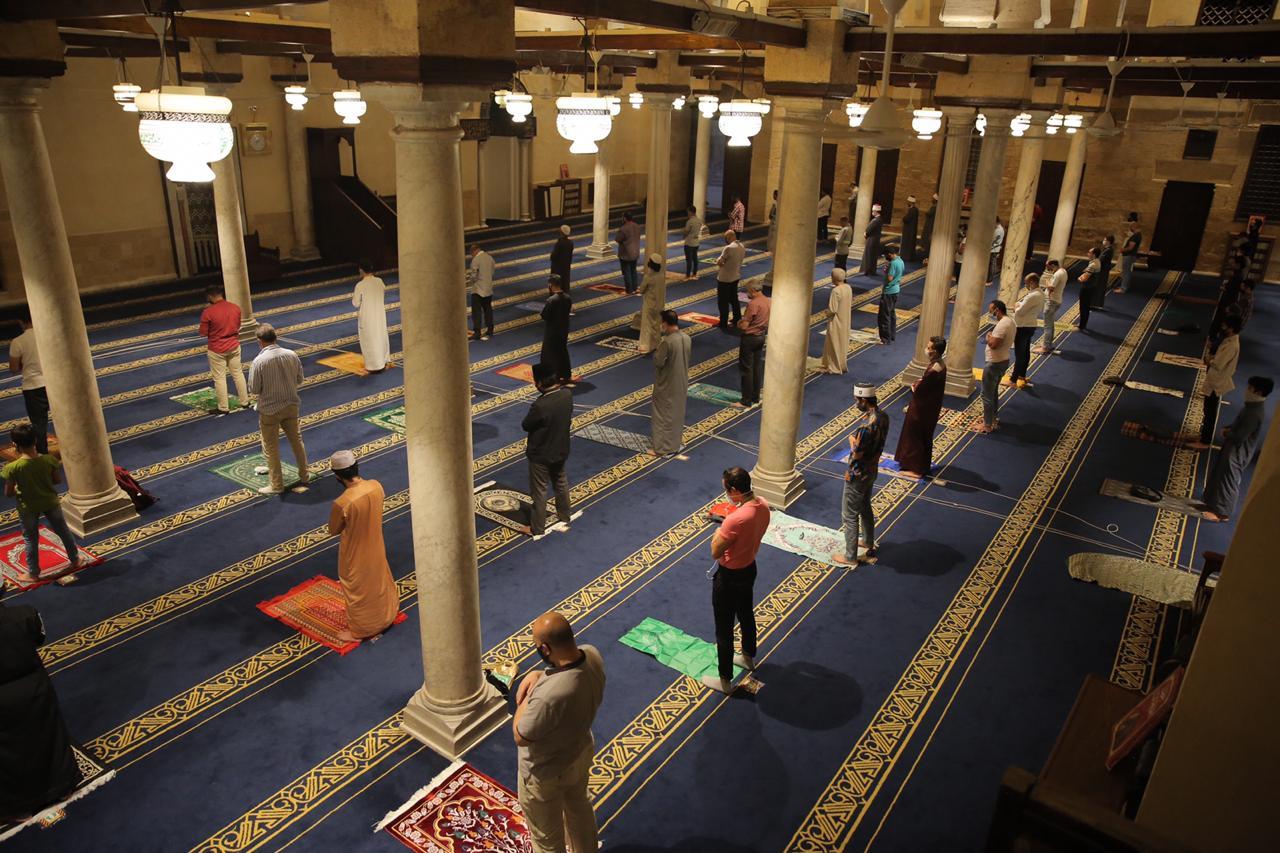 صلاة العشاء بمسجد الأزهر اليوم (17)