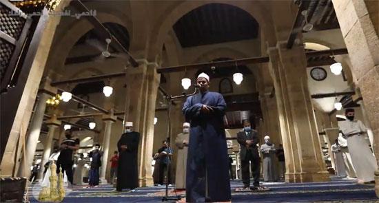 جانب من صلاة الفجر فى الجامع الأزهر
