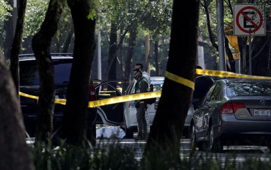 كردون أمنى بموقع محاولة اغتيال رئيس شرطة مكسيكو سيتى