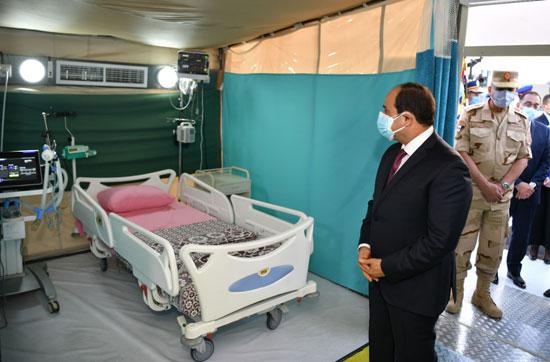 ننشر صور تفقد الرئيس السيسى تجهيزات القوات المسلحة للعزل الصحى (6)