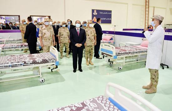 ننشر صور تفقد الرئيس السيسى تجهيزات القوات المسلحة للعزل الصحى (4)