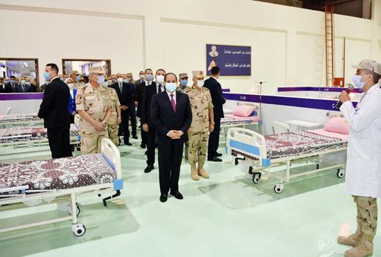 ننشر صور تفقد الرئيس السيسى تجهيزات القوات المسلحة للعزل الصحى (8)