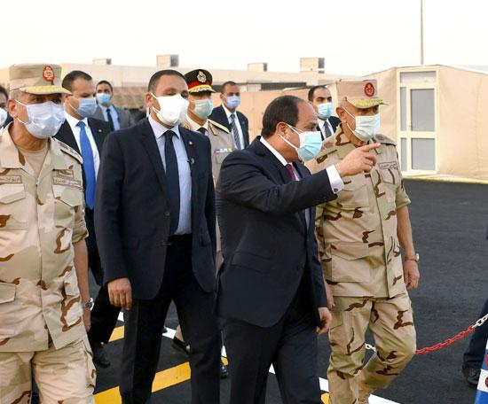 ننشر صور تفقد الرئيس السيسى تجهيزات القوات المسلحة للعزل الصحى (7)