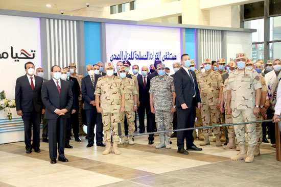 ننشر صور تفقد الرئيس السيسى تجهيزات القوات المسلحة للعزل الصحى (5)