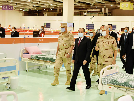 ننشر صور تفقد الرئيس السيسى تجهيزات القوات المسلحة للعزل الصحى (13)