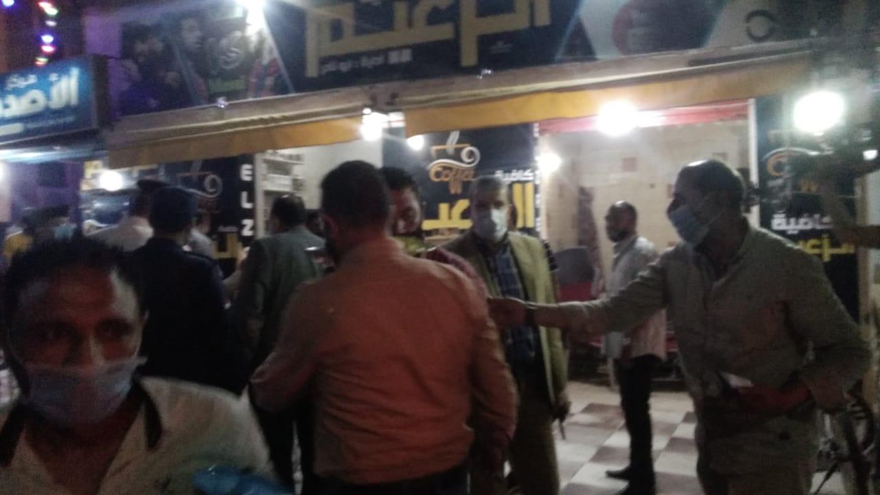 غلق أول مقهى مخالف بمدينة كفر الشيخ لعدم حظره الشيشة (1)
