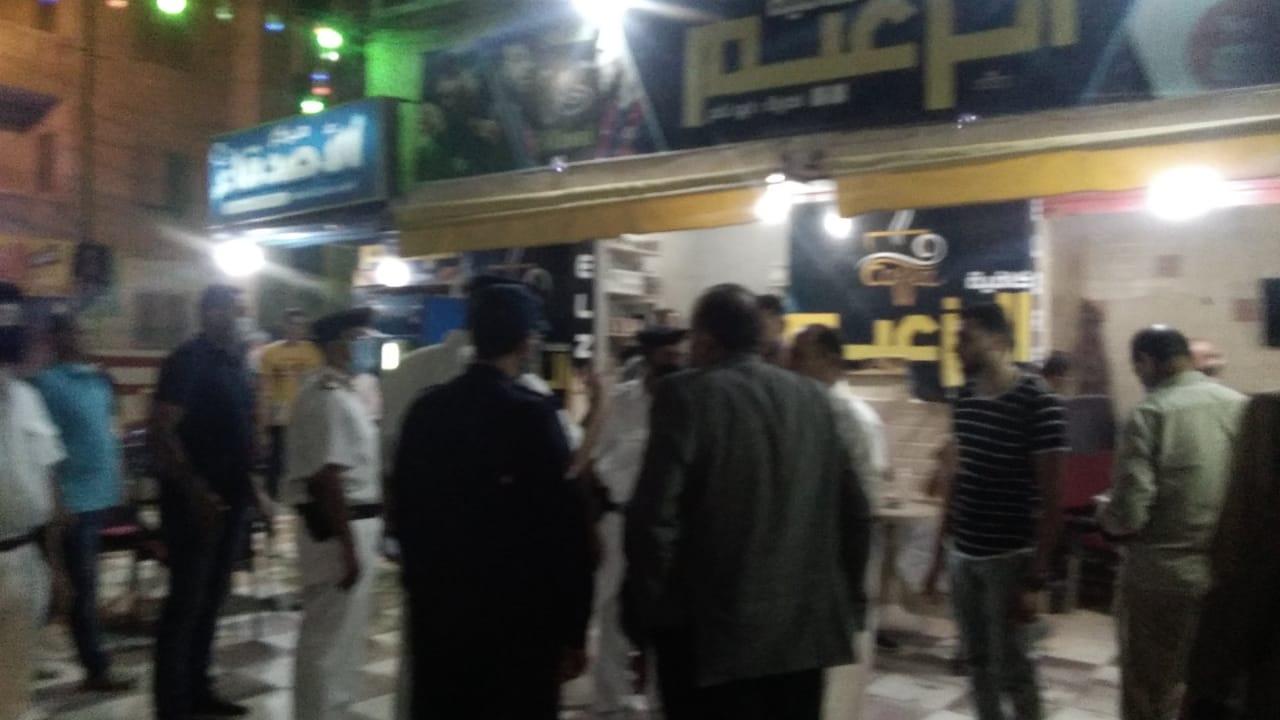 غلق أول مقهى مخالف بمدينة كفر الشيخ لعدم حظره الشيشة (8)