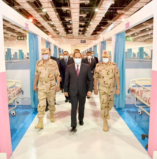ننشر صور تفقد الرئيس السيسى تجهيزات القوات المسلحة للعزل الصحى (10)