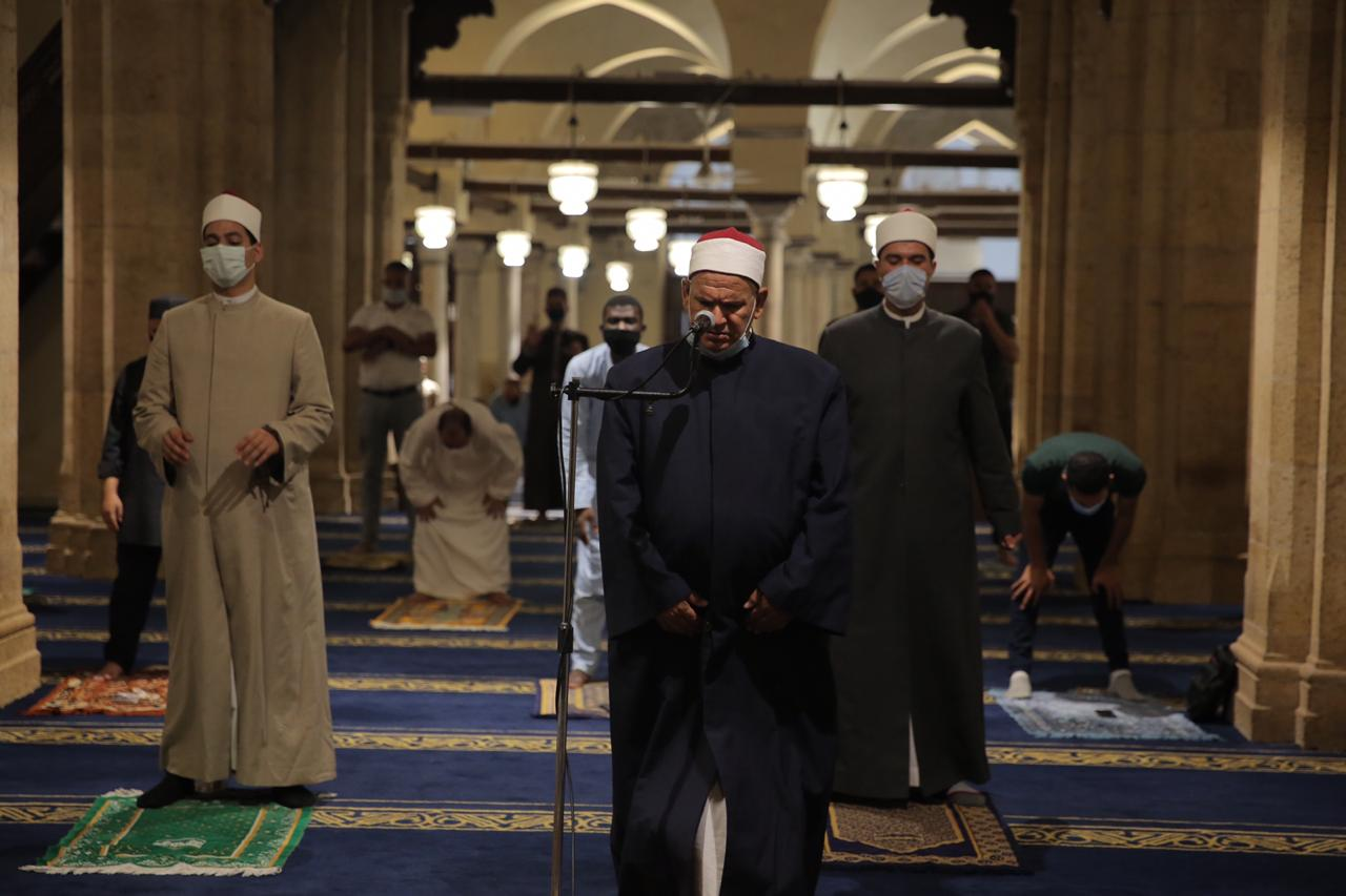 صلاة العشاء بمسجد الأزهر اليوم (28)