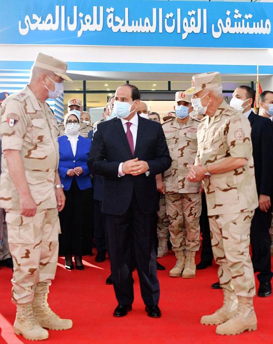 ننشر صور تفقد الرئيس السيسى تجهيزات القوات المسلحة للعزل الصحى (12)