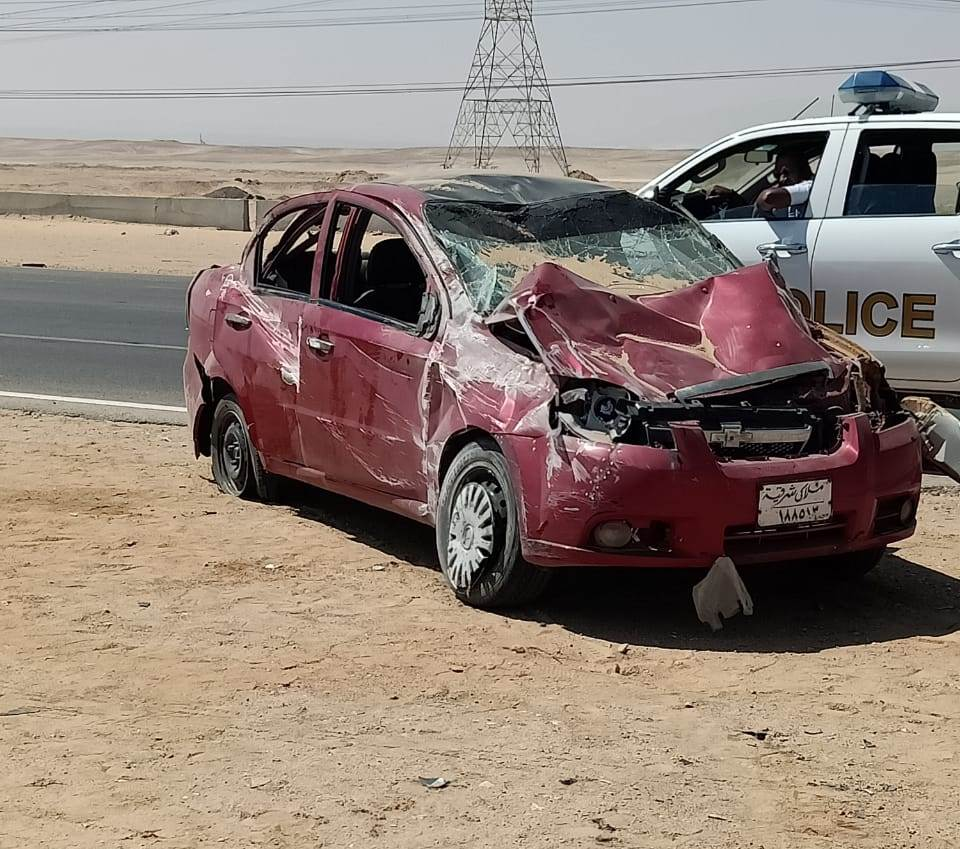 حادث انقلاب سيارة ملاكى بالسويس