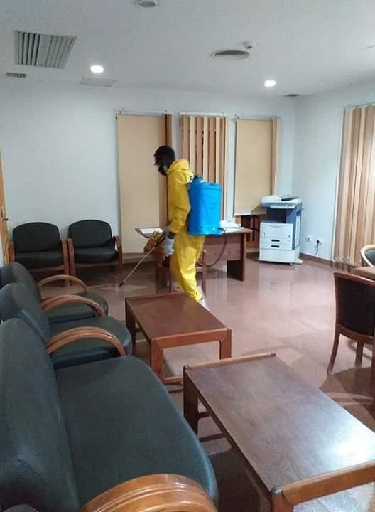 عملية تطهير و تعقيم للمركز الثقافى الأفريقى بأسوان (3)