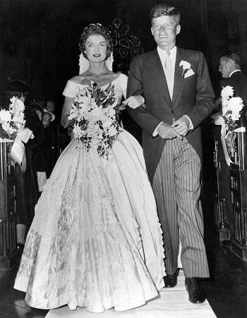فستان زفاف جاكلين كينيدي المنفوش في الخمسينات