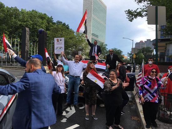 الجالية المصرية بنيويورك تحتفل بذكرى ثورة 30 يونيو أمام الأمم المتحدة (1)