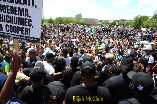 مظاهرات حاشدة ضد عنف الشرطة الأمريكية