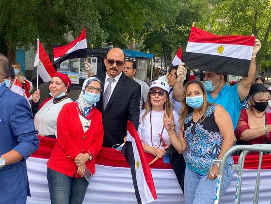 الجالية المصرية بنيويورك تحتفل بذكرى ثورة 30 يونيو أمام الأمم المتحدة (3)