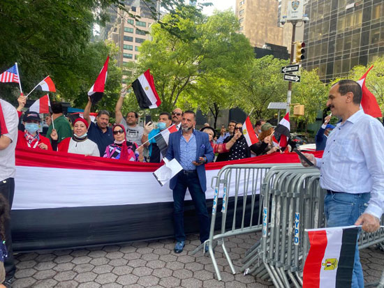 الجالية المصرية بنيويورك تحتفل بذكرى ثورة 30 يونيو أمام الأمم المتحدة (8)