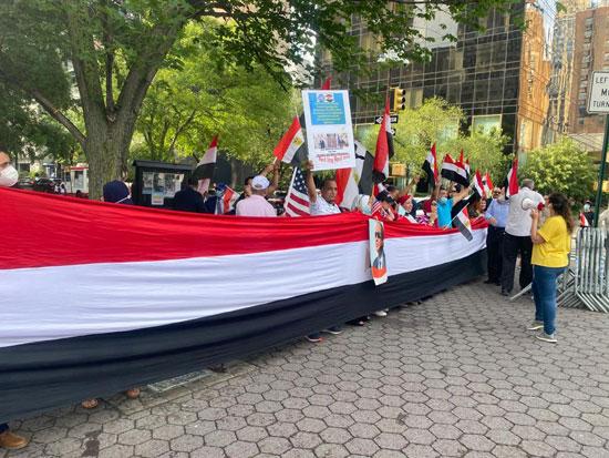 الجالية المصرية بنيويورك تحتفل بذكرى ثورة 30 يونيو أمام الأمم المتحدة (5)