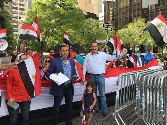الجالية المصرية بنيويورك تحتفل بذكرى ثورة 30 يونيو أمام الأمم المتحدة (4)