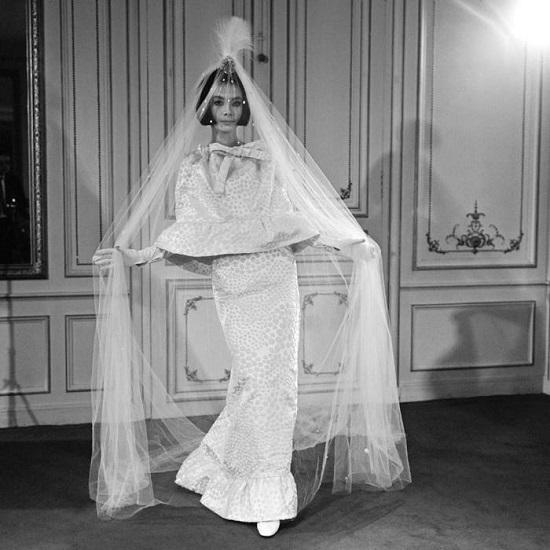 عودة الفساتين النحيفة في الستينيات