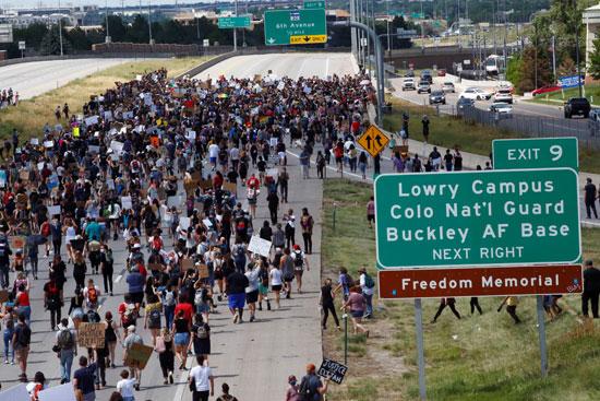 مسيرة حاشدة ضد عنصرية الشرطة الأمريكية
