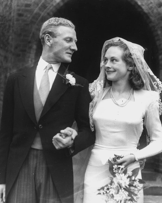 فساتين زفاف بأكمام في الأربعينيات