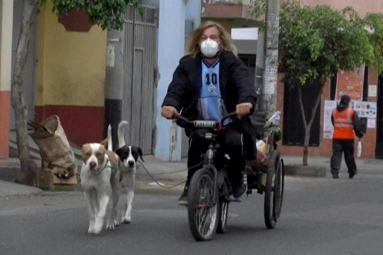 المغامر الأرجنتيني وكلابه
