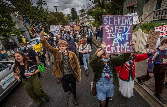 مسيرة المتظاهرين