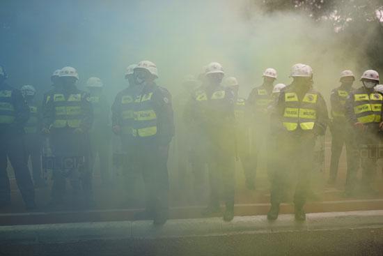 الشرطة-تطلق-الغاز-لتفريق-المحتجين