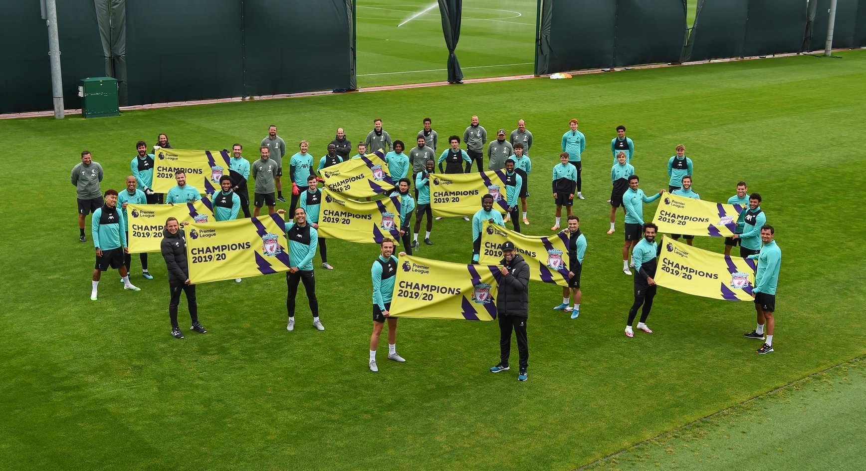 نجوم ليفربول يحتفلون بلقب الدوري الانجليزي فى التدريبات2