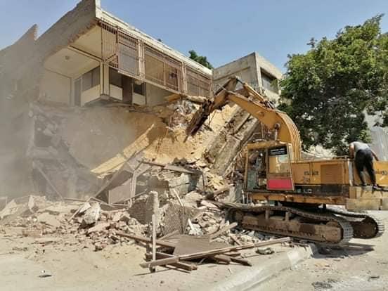 6202029182437838-إزالة مبنى تعدى على حرم سور مجرى العيون (3)