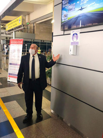 رئيس المطارات يبدأ جولته بمبانى مطار القاهرة استعدادا لبدء الرحلات (9)