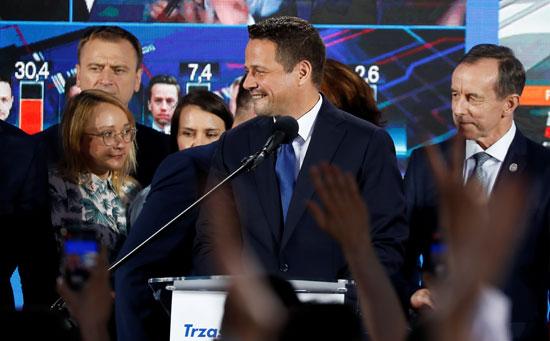 رافال ترزاسكوفسكى وسط أنصاره