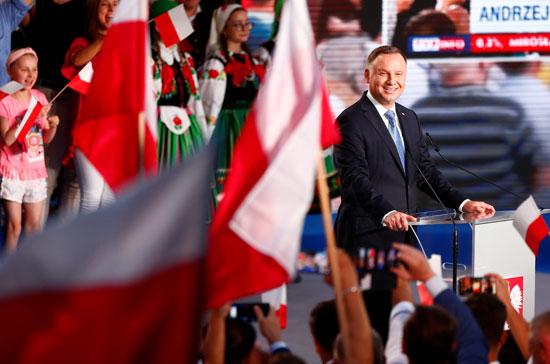 أندريه دودا رئيس بولندا وسط أنصاره