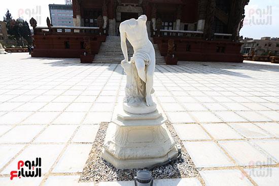 تمثال مقطوع الراس