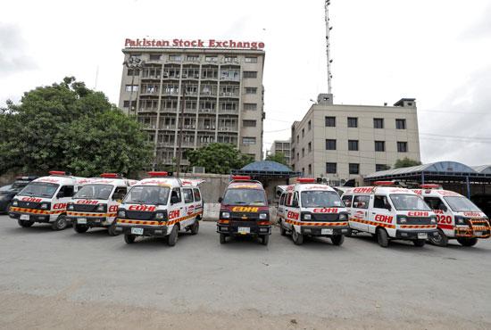سيارات إسعاف أمام مبنى البورصة