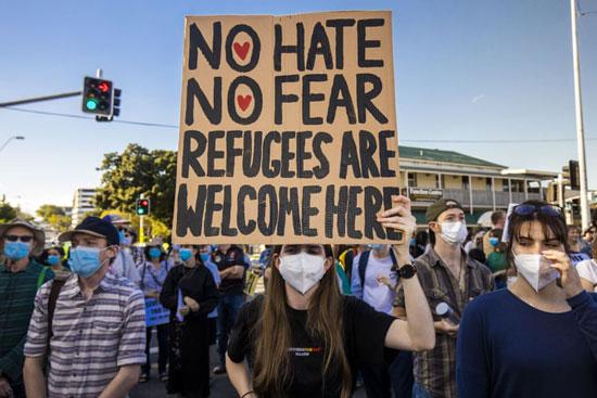 لافتة للتضامن والترحيب باللاجئين فى أستراليا