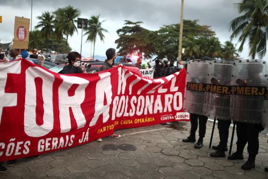 الشرطة-تتصدى-للمحتجين-فى-البرازيل
