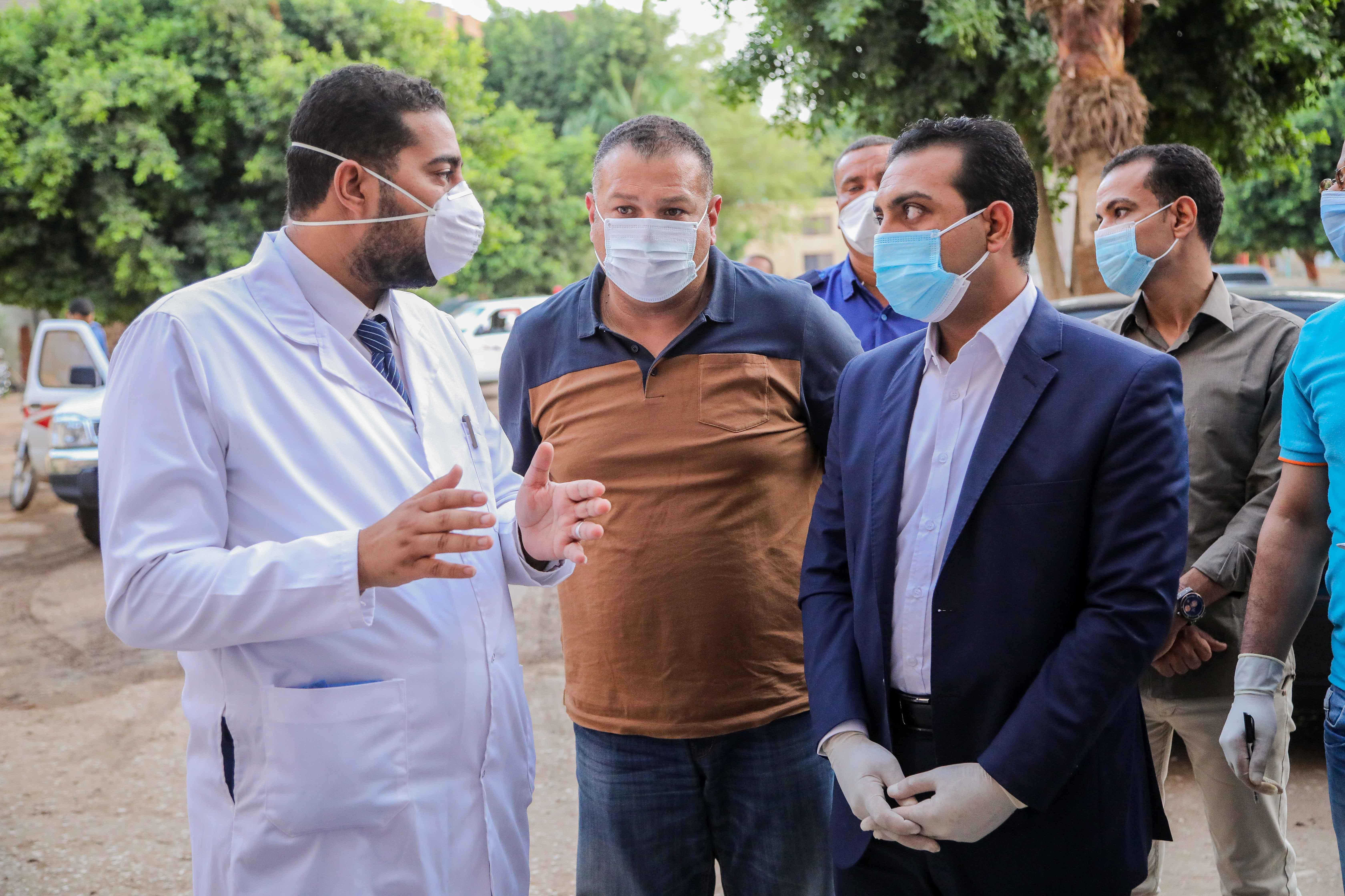 نائب محافظ قنا يزور مستشفيات العزل الصحى (5)