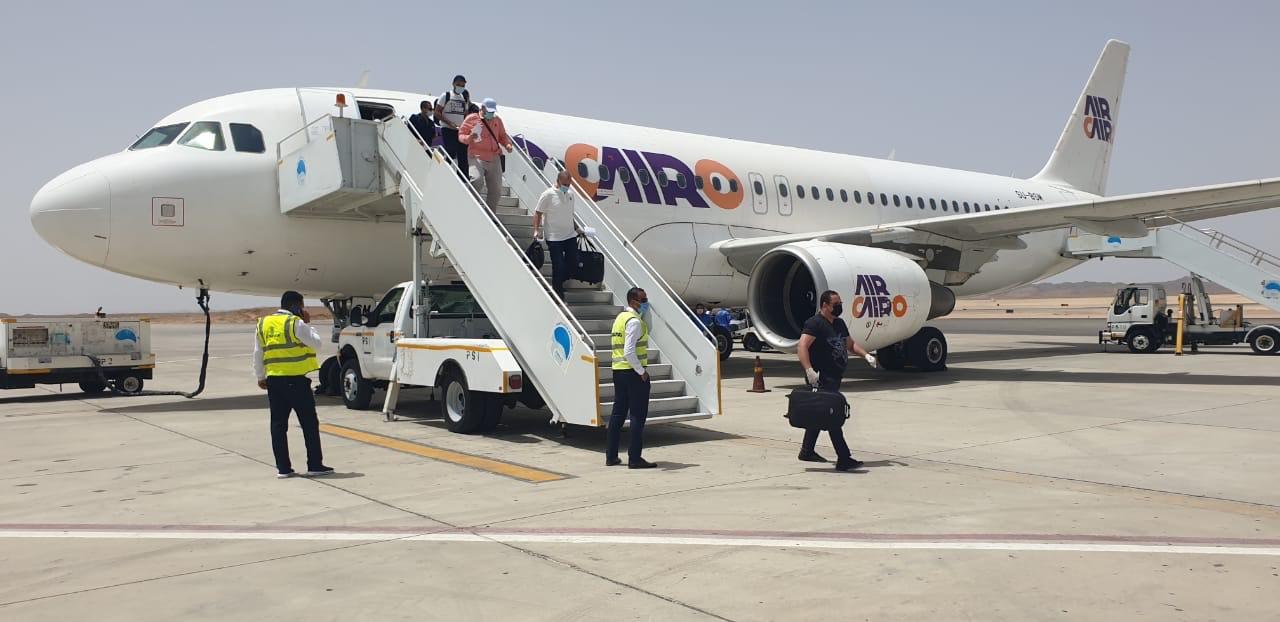 وصول عالقين من جدة لمطار مرسى علم (7)