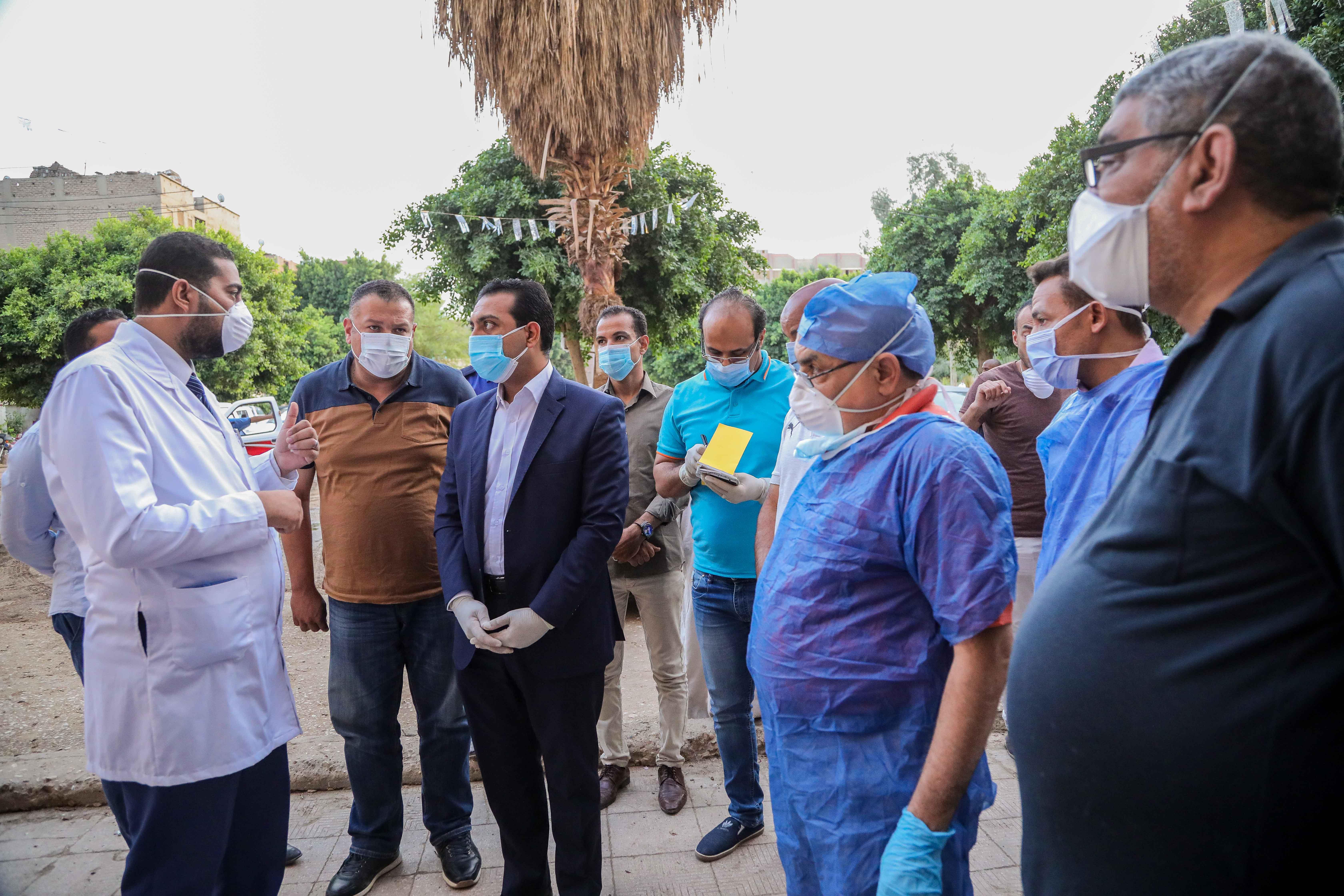 نائب محافظ قنا يزور مستشفيات العزل الصحى (4)