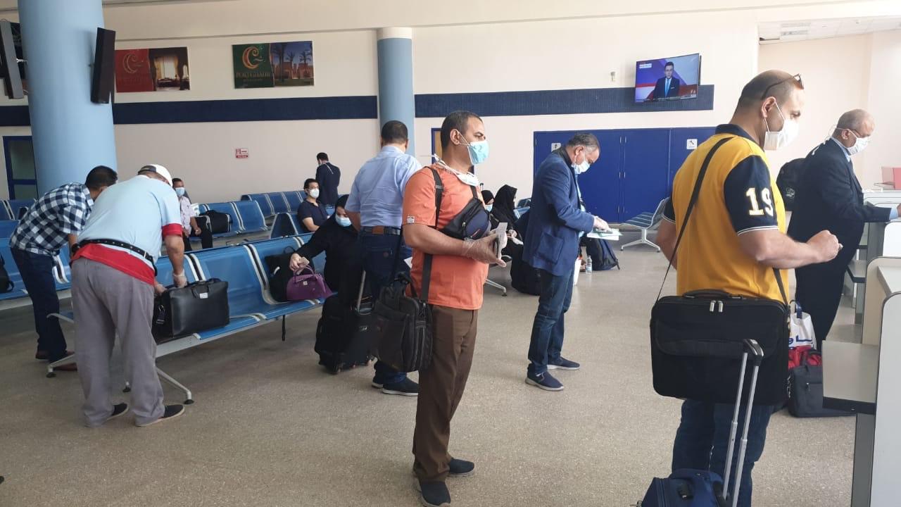 وصول عالقين من جدة لمطار مرسى علم (2)