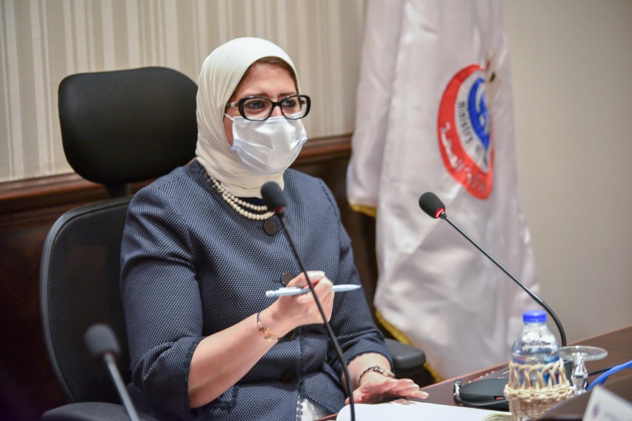 وزيرة الصحة خلال اجتماع عقدته بممثلين عن شركات الأدوية (5)