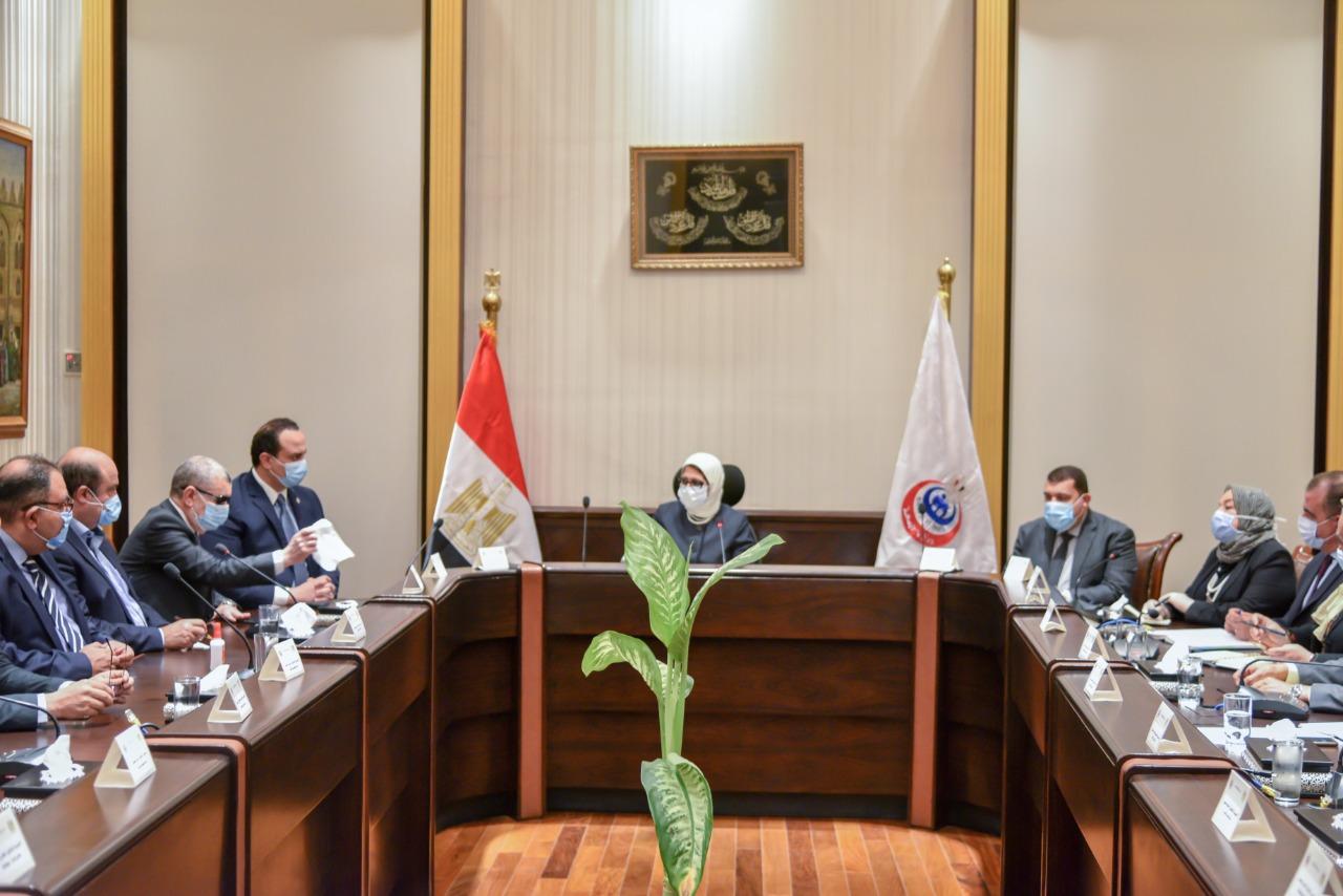 وزيرة الصحة خلال اجتماع عقدته بممثلين عن شركات الأدوية (1)