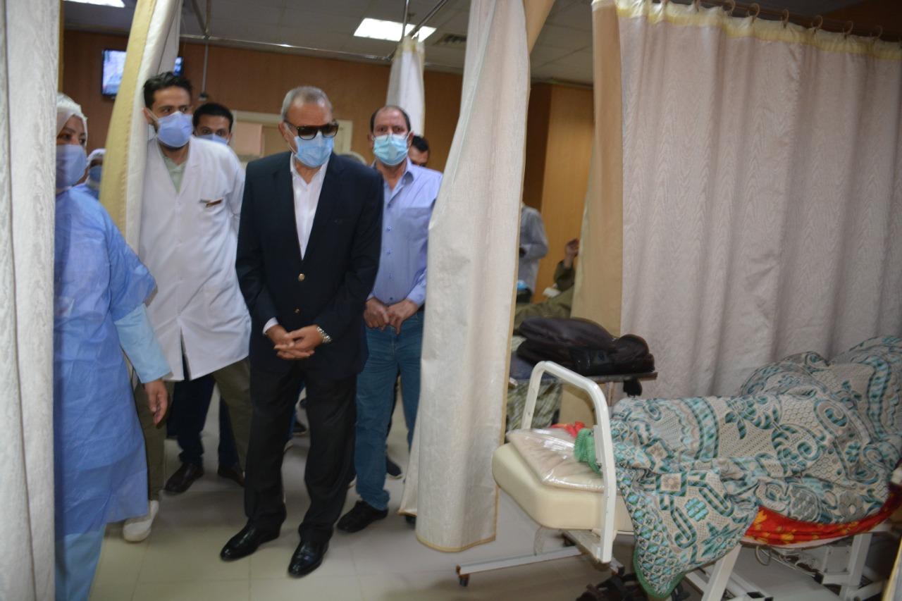 المحافظ يتابع مستشفى التأمين الصحي