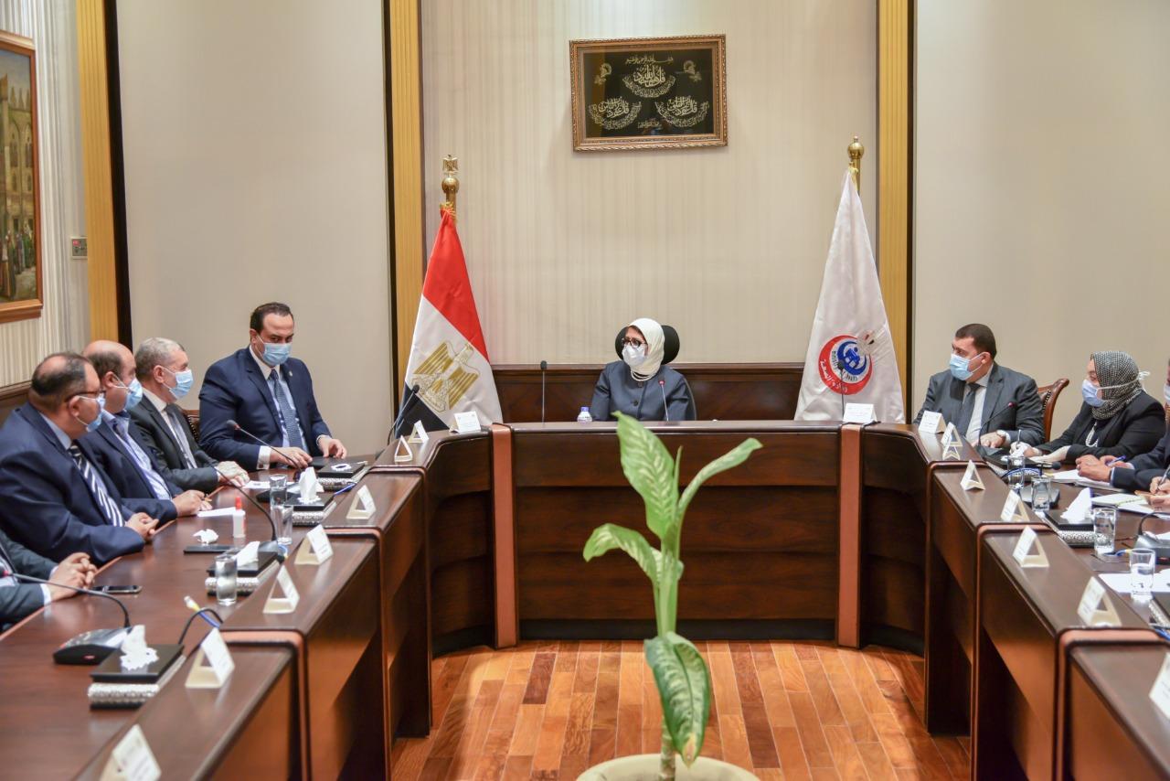 وزيرة الصحة خلال اجتماع عقدته بممثلين عن شركات الأدوية (3)