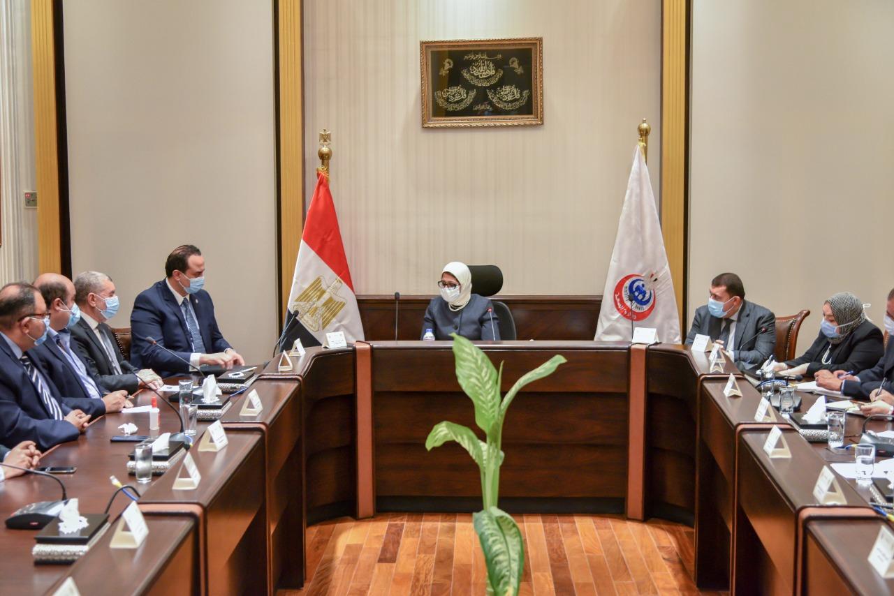 وزيرة الصحة خلال اجتماع عقدته بممثلين عن شركات الأدوية (4)